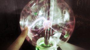 Bola de plasma casera experimento, lampara de plasma peligros, lampara plasma casera, bola de plasma experimento